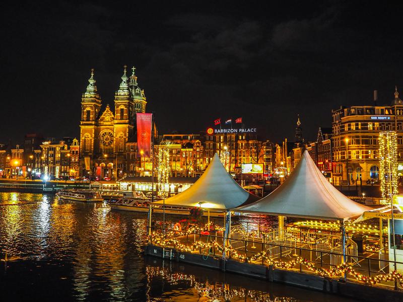 Amsterdam nocą, kanał kamienice światła